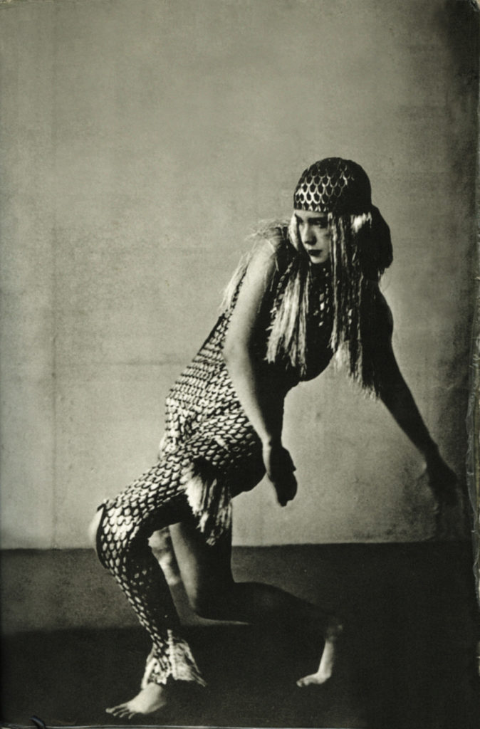 Source: https://upload.wikimedia.org/wikipedia/commons/0/07/Lucia_Joyce_dancing_at_Bullier_Ball_-_Paris%2C_May_1929.jpg